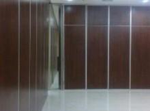 pintu lipat redam dengan sistem persection